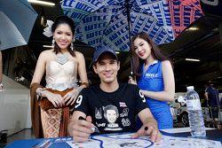 Tin Sritrai, Campos Racing mit Gridgirls