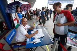 Gabriele Tarquini, Honda Racing Team JAS signs autograph for the fans