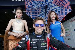 Tom Chilton, ROAL Motorsport ile grid kızları