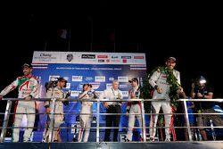 Podio: José María López Citroën World Touring Car team celebra con champaña