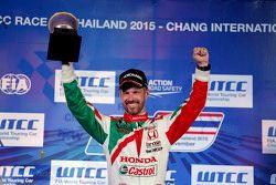 Gara 2 podio: winner Tiago Monteiro, Honda Racing Team JAS