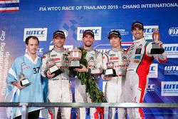 Gara 1 podio: winner Jose Maria Lopez, Citroën World Touring Car team, Second place Sébastien Loeb,