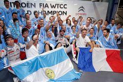 Jose Maria Lopez, campione del mondo WTCC 2015, Citroën World Touring Car con i giornalisti