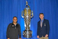 Indy500-Sieger 2015 Juan Pablo Montoya, Team Penske, mit Scott Gillette von Borg-Warner
