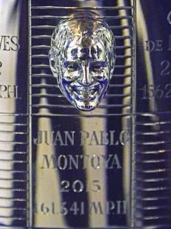 El campeón de la Indianapolis 500 2015 Juan Pablo Montoya, del equipo Penske con Scott Gillette de B