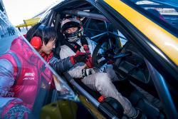 Fahrer vor dem Start in die Runde in Fuji