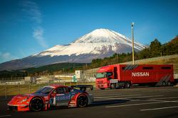 Nissan Z unterhalb des Mount Fuji