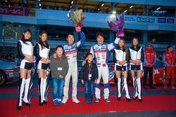 Fahrer feiern beim Nismo-Festival