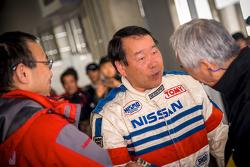 Fahrer mit den Fans beim Nismo-Festival