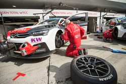 Citroën World Touring Car team mecánicos en el trabajo
