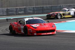 Ferrari 458 Italia команды Kessel Racing: Майкл Лайонс, Марко Дзануттини, Вадим Гитлин