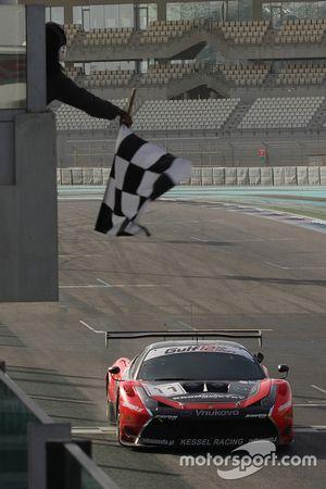 Побкдный финиш Ferrari 458 Italia команды Kessel Racing: Давиде Ригон, Андреа Пиччини, Михал Бронише