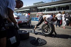 Citroën World Touring Car team mecánicos trabajando
