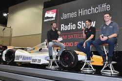 James Hinchcliffe en interview avec Kyle Larson et Conor Daly