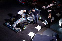 Lewis Hamilton en Ola Kaellenius