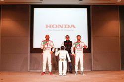 蒂亚戈·蒙特罗,本田JAS车队;诺伯特·米切利斯,赞戈车队;加布里埃尔莱·塔奎尼,本田JAS车队;本田Asimo机器人