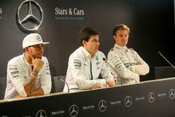 Lewis Hamilton, Nico Rosberg et Toto Wolff, Actionnaire et directeur exécutif Mercedes AMG F1