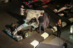 Lewis Hamilton, Mercedes AMG F1 et Ola Källenius, membre du Comité directeur de Daimler AG