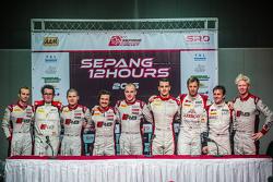 ganadores de la carrera Stuart Leonard, Stéphane Ortelli, Laurens Vanthoor, segundo lugar Enzo Ide,