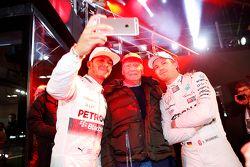 Niki Lauda mit Lewis Hamilton und Nico Rosberg