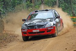 Rahul Kanthraj y Vivek Bhatt, Mitsubishi Cedia