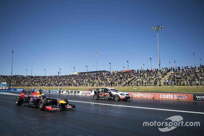 Daniel Ricciardo, Red Bull-Renault RB7, und Nick Percat