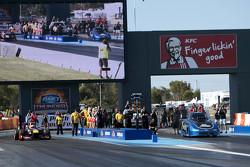 Daniel Ricciardo, Red Bull-Renault RB7, und Craig Glassby