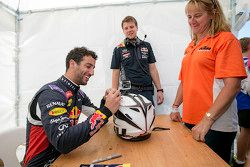 Daniel Ricciardo signs autographs for the fans