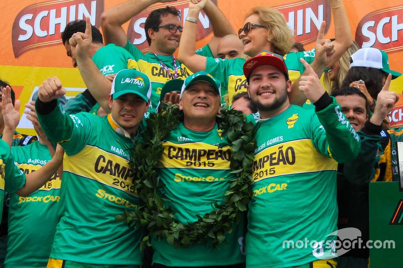 Marcos Gomes, William Lube e Felipe Fraga comemoram