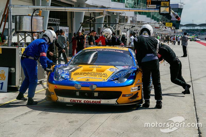 #11 Singha Motorsport Ferrari 458 GT3: Piti Bhirom-Bhakdi, Carlo van Dam, Alessandro Pier Guidi, Dav