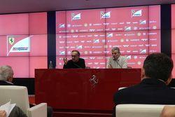 塞尔吉奥·马尔奇奥尼,法拉利主席、菲亚特克莱斯勒集团CEO;毛里奇奥·阿里瓦贝内,法拉利车队领队