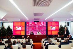 塞尔吉奥·马尔奇奥尼,法拉利集团主席、菲亚特克莱斯勒集团CEO;毛里奇奥·阿里瓦贝内,法拉利车队领队