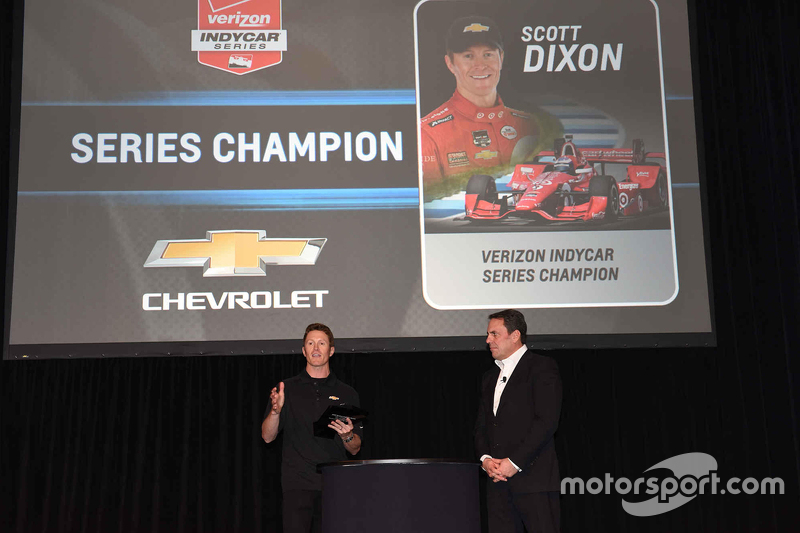 Scott Dixon, Chip Ganassi Racing, spricht über seinen Gesamtsieg bei den IndyCars