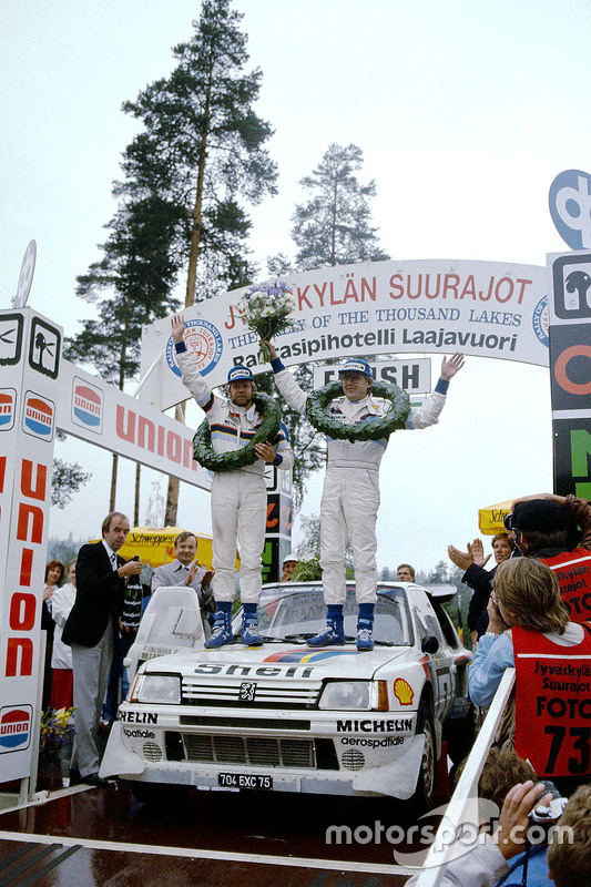 Winners Timo Salonen and Seppo Harjanne, Peugeot 205 T17