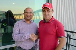 Жан Алези вместе с исполнительным директором чемпионата MRF Challenge Аруном Мамменом