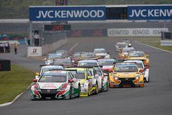 Tiago Monteiro, Honda Civic WTCC, Honda Racing Team JAS leads