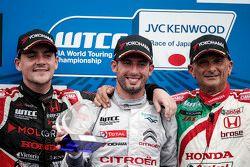 Podium: winner Jose Maria Lopez, Citroën World Touring Car team, second place Norbert Michelisz, Zengo Motorsport, third place Gabriele Tarquini, Honda Racing Team JAS
