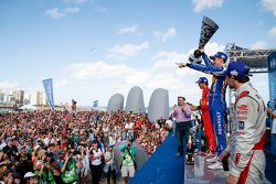 Podio: ganador de la carrera Sébastien Buemi, Renault e.Dams, segundo lugar Lucas di Grassi, ABT Sch
