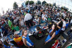 Tom Chilton, ROAL Motorsport mit Gridgirls