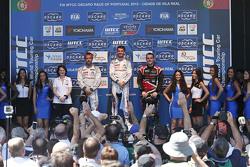 领奖台:冠军何塞·玛利亚·洛佩兹,雪铁龙WTCC车队;亚军塞巴斯蒂安·勒布,雪铁龙WTCC车队;季军诺伯特·米切利斯,赞戈车队