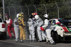 Tiago Monteiro, Honda Civic WTCC, Honda Racing Team JAS en Jaap van Lagen, Lada Vesta WTCC, Lada Sport Rosneft crash