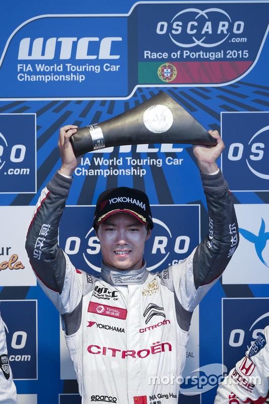 Podium: winnaar Ma Qing Hua, Citroën C-Elysée WTCC, Citroën World Touring Car team, tweede Yvan Mull