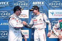 Podium: El ganador de carrera, Ma Qing Hua, Citroën World Touring Car team, segundo, Yvan Muller, Ci