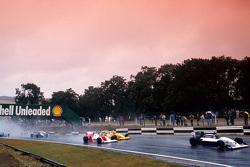 Damon Hill lider Allan McNish, Eddie Irvine ve Phil Andrews