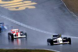 Damon Hill lider Allan McNish ve Phil Andrews