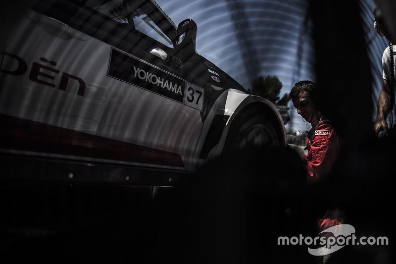 Citroën World Touring Car team механіки за роботою