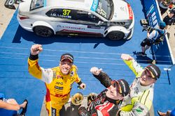 Norbert Michelisz, Honda Civic WTCC, Zengo Motorsport, Tom Coronel, Chevrolet RML Cruze TC1, ROAL Motorsport and Hugo Valente, Chevrolet RML Cruze TC1, Campos Racing