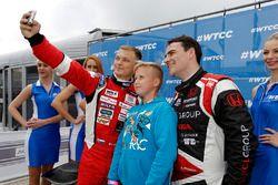 Norbert Michelisz, Honda Civic WTCC, Zengo Motorsport y Matej Homola, Chevrolet RML Cruze TC1, Campo