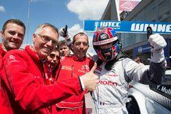 Ganador de la carrera Yvan Muller, Citroën C-Elysee WTCC, Citroën World Touring Car team y Carlos Ta