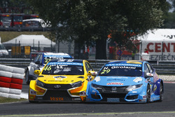 Nestor Girolami, Honda Civic WTCC, Nika International und Jaap van Lagen, Lada Vesta WTCC, Lada Spor